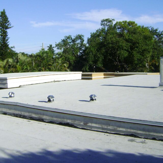 https://www.rhiroofing.com/wp-content/uploads/2020/06/flat-roof-replacement-oakland-park-florida-640x640.jpg